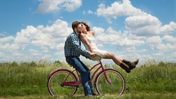couple-bike-romantic-im.jpg